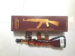 chai rượu hình khẩu súng của Nga